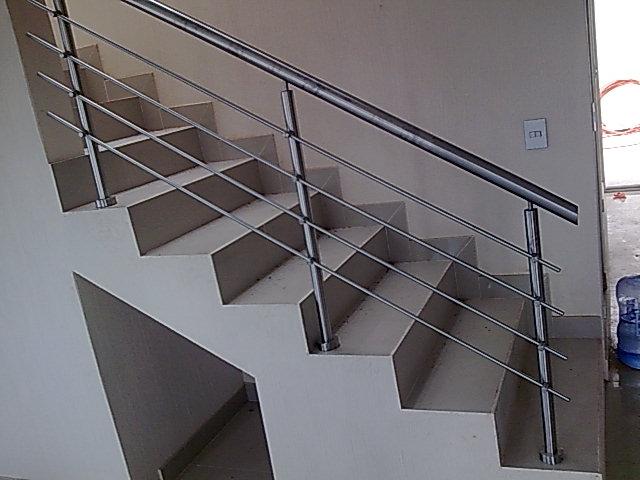 Barandal pasamanos en acero inoxidable con cristal - Pasamanos escaleras interiores ...
