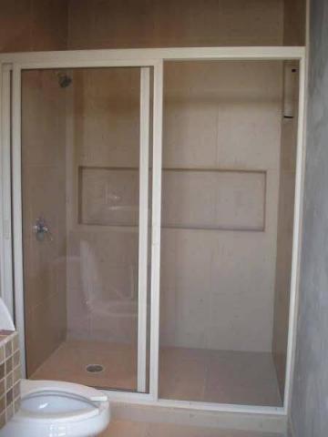 Renovaci n de ba os de vidrio y aluminio en toluca for Banos modernos con guardas de vidrio
