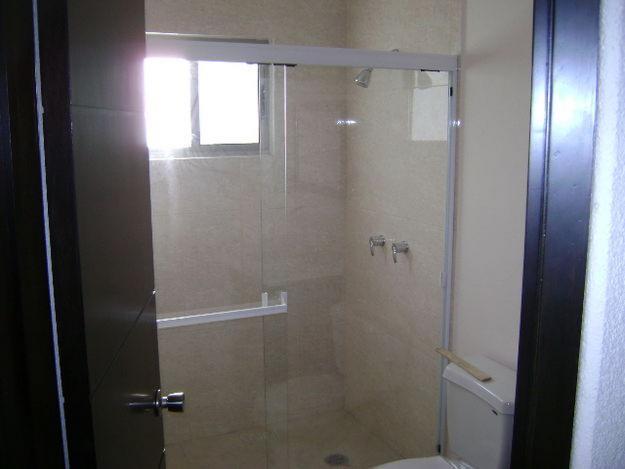 Imagenes De Puertas Para Baño De Aluminio:Imágenes de Renovación de baños de vidrio y aluminio en Toluca
