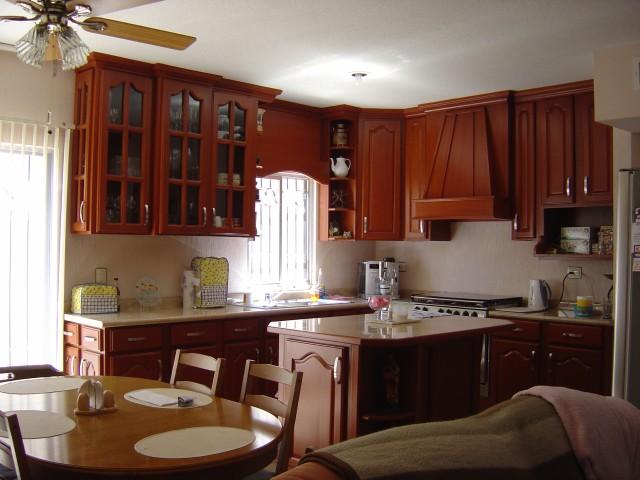 Im genes de vendo casa equipada residencial montecarlo en for Vitropiso para sala