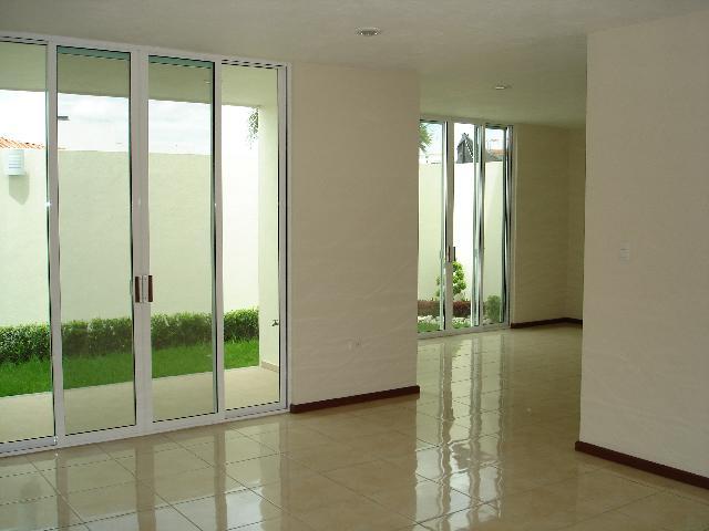 Baño Con Vista Al Jardin:integral y desayunador, amplia sala y comedor con vista y salida al