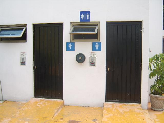 Puertas Para Baños Publicos De Monedas:TRAGAMONEDA-MONEDERO PARA SANITARIOS PÚBLICOS en Guadalajara