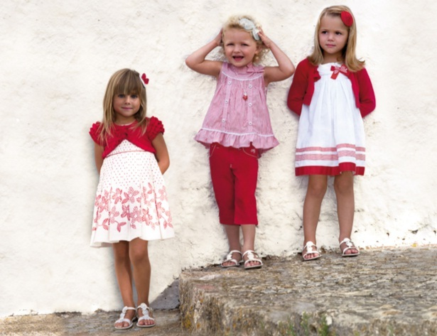 En nuestra tienda online la oferta de ropa y zapatos clásicos y elegantes para ocasiones especiales e importantes, es amplia. La moda infantil de marca es un juego de creatividad relacionada a la moda del adulto con un toque de color y alegria. Podrá encontrar ropa de .