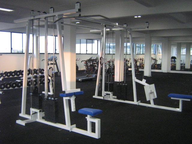 Im genes de equipo nuevo y completo para gimnasio somos for Aparatos gimnasio