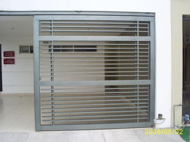 Herreria forjada puertas ventanas protecciones servicios for Puertas de herreria forjada