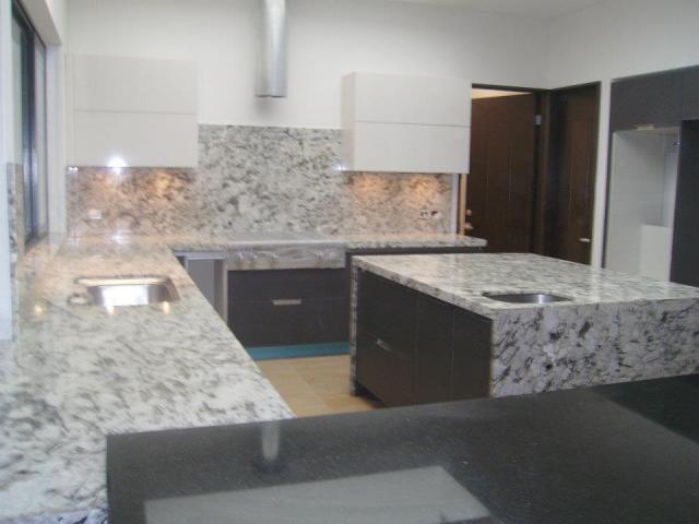 Cubiertas de granito para cocinas banos y asadores venta for Azulejos y saneamientos mg