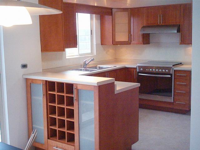 Cocinas integrales y closet de madera sobre medida en for Muebles de cocina quito olx