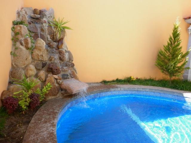 De agua fotos de estanques y albercas piscinas y albercas for Cascadas artificiales para jardin