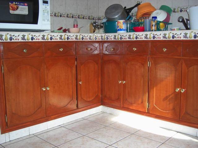 Im genes de dise o fabricacion colocacion y reparacion for Modelos de puertas de madera para cocina integral