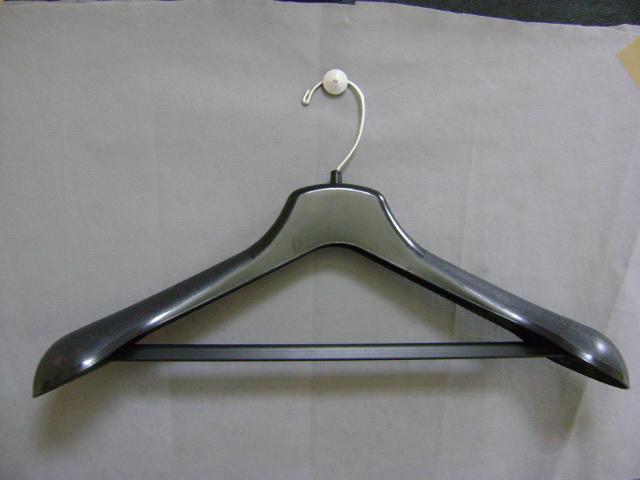 Bonitos ganchos para traje de caballero y sacos blazer en for Ganchos de aluminio para ropa