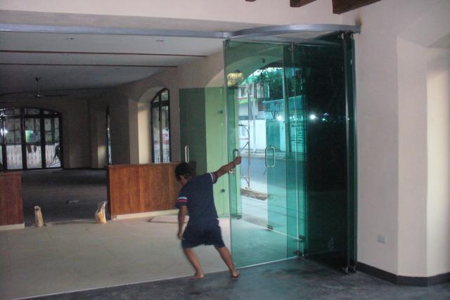 Puertas cristal templado en guadalajara for Puerta cristal templado