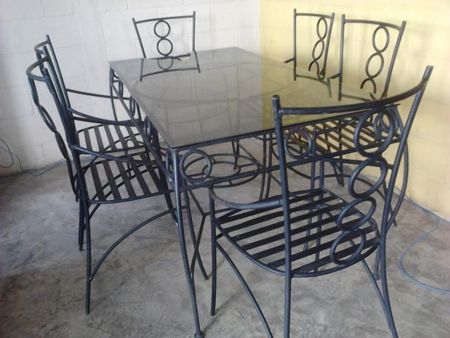 Mesa de hierro forjado con cubierta de vidrio antigua for Mesas de hierro forjado