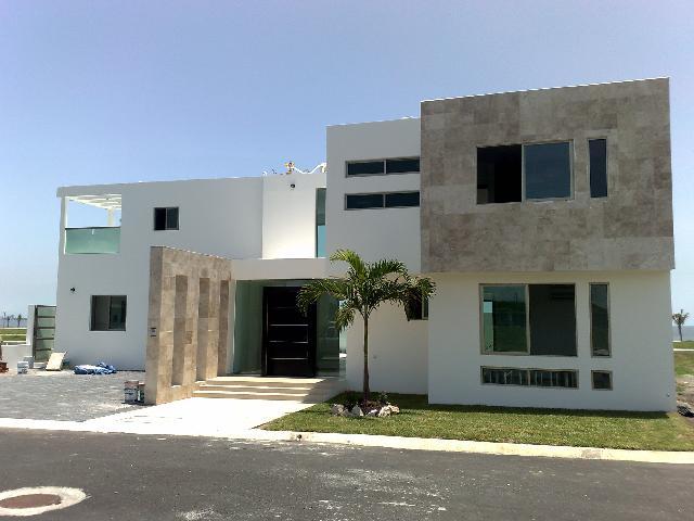 Residencia minimalista frente al mar en alvarado for Frentes de casas minimalistas