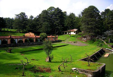 Jardines para eventos junto al lago en villa victoria for Jardin eventos df